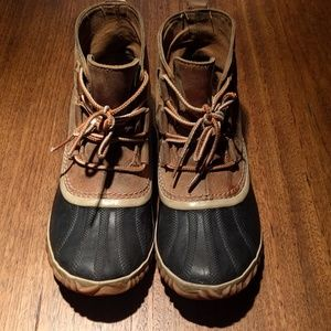 Sorel Out and About duck boots size 8